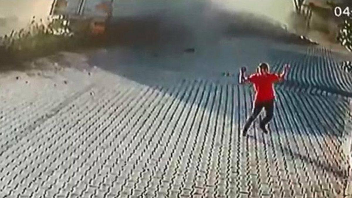 Denizli'de durakta beklerken üstünden tır geçen çocuk kurtuldu