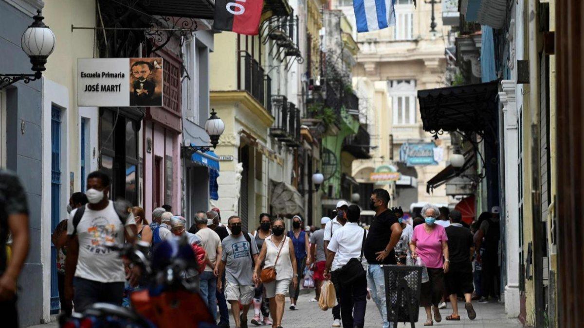 Küba'da küçük ve orta ölçekli işletmeler kurulmasına izin verildi